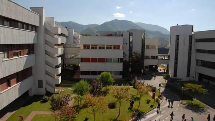 Tragedia all'Università di Salerno: ragazzo si getta dal parcheggio multipiano