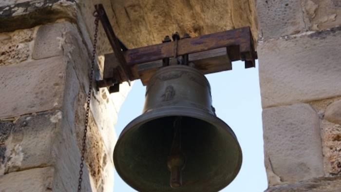 ladri scatenati in chiesa rubata persino la campana