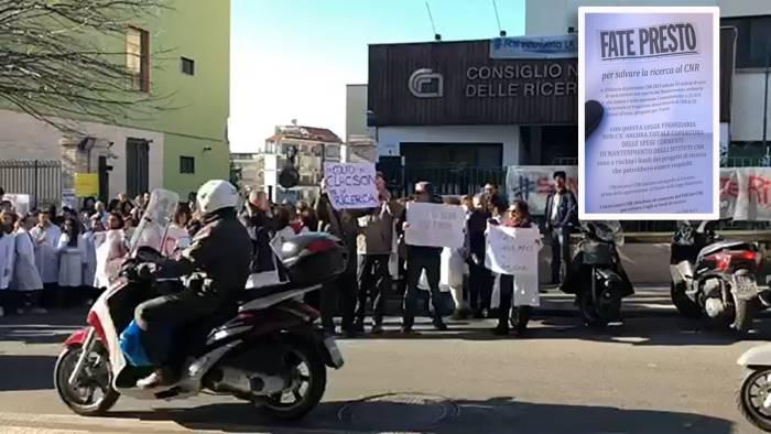video flash mob di protesta del cnr contro il governo