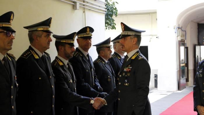 il generale pomponi in visita al comando di caserta