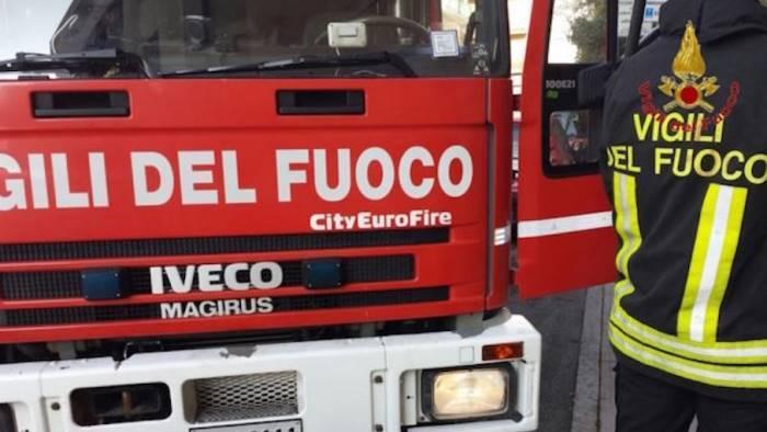 vigili del fuoco a vitulano il comune fa appello a salvini