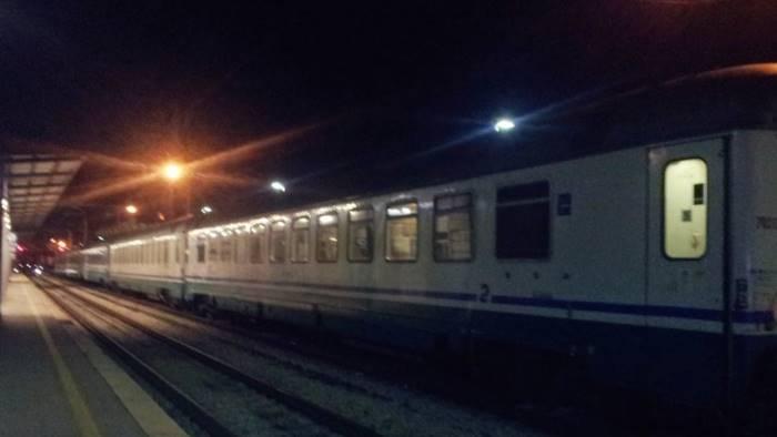 fiamme nell ultima carrozza paura sul treno