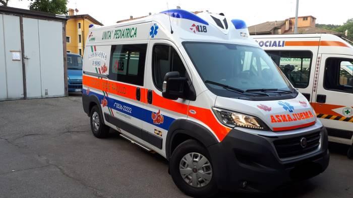 camorra voleva imporre il pizzo alle ambulanze manette
