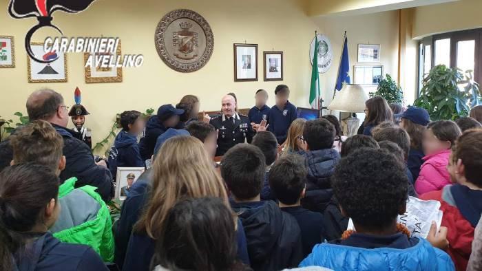 carabinieri la visita degli alunni del colletta in caserma