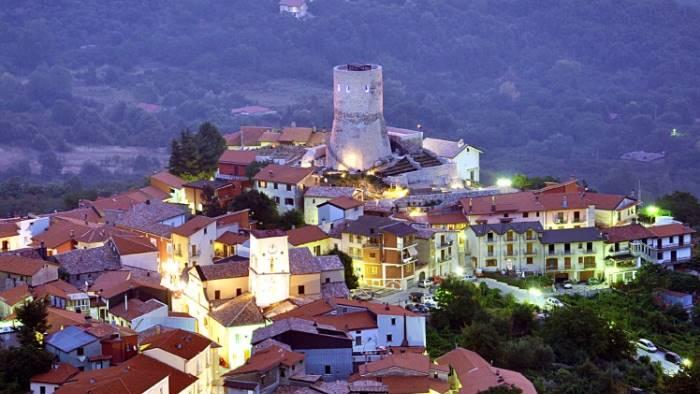 domani al via submontis medievalia natale nel borgo incantato
