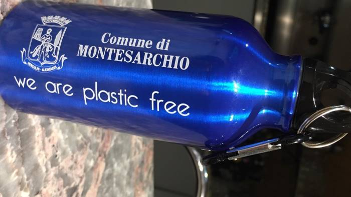 montesarchio 1300 borracce plastic free ai bimbi di scuola