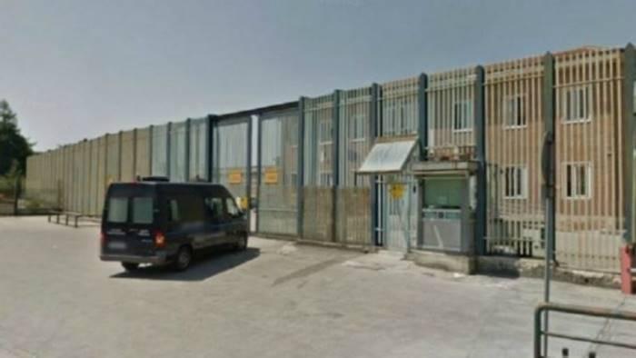 violenza in carcere aggrediti 4 agenti a bellizzi