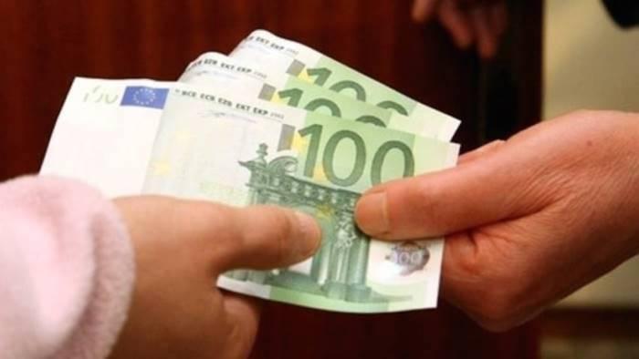 con la scusa del figlio in carcere rubano 5mila euro a 80enne
