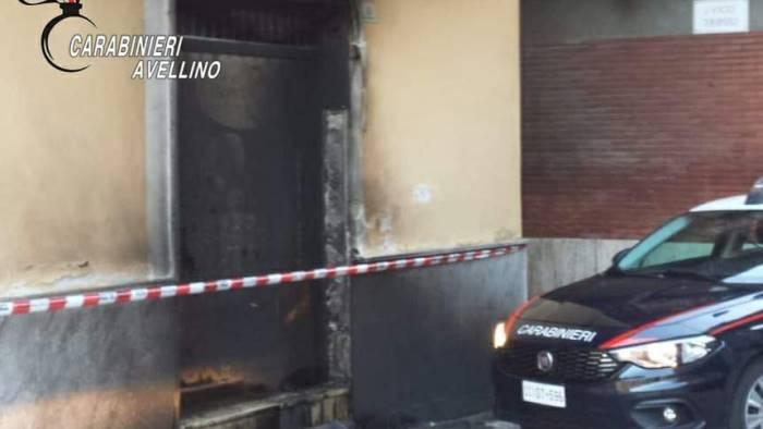 rogo nella notte ad atripalda negozio in fiamme