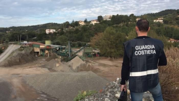 sequestrato stabilimento con 100mila metri cubi di rifiuti