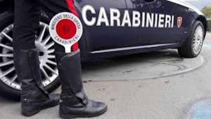 ruba in casa di un anziano carabinieri arrestano un 38enne