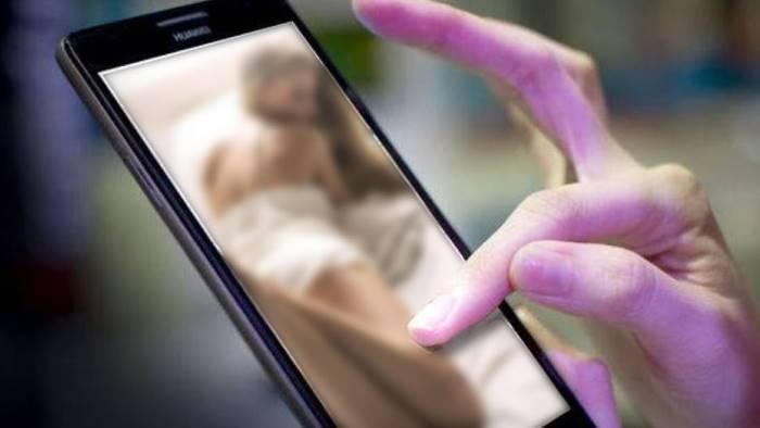 foto alla 14enne nuda diffuse sui social minorenne nei guai