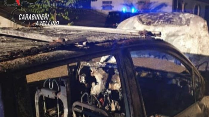 auto in fiamme all alba a sant angelo all esca si indaga