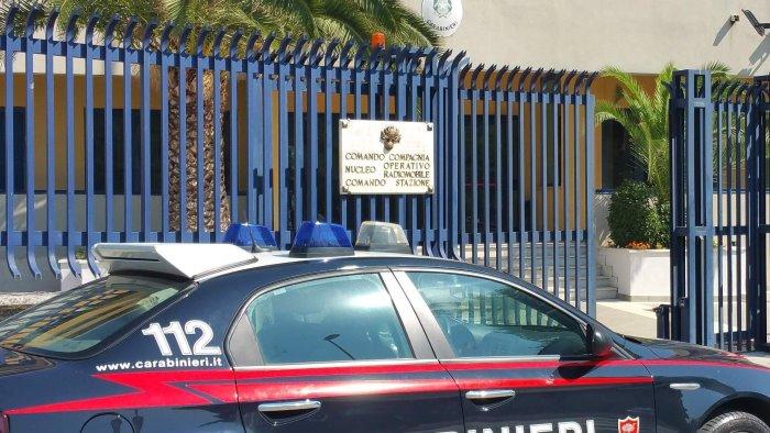 ubriaco prende a morsi carabinieri denunciato