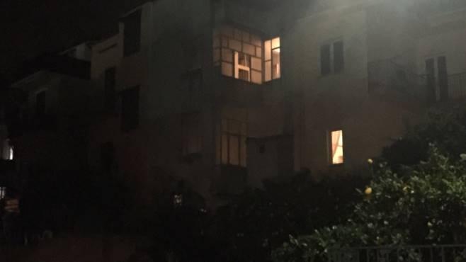 dramma a taurano si lancia dalla finestra del secondo piano