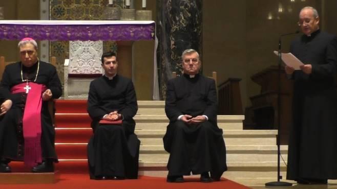 c e l annuncio accrocca e il nuovo arcivescovo