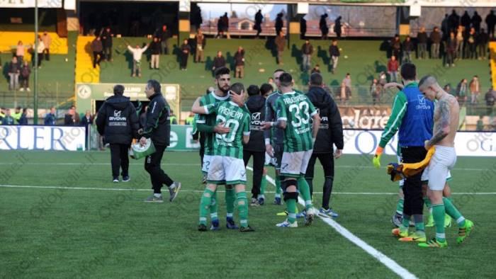 Avellino-Hellas Verona, assalto all'auto del patron Setti