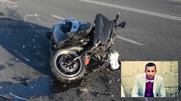 Terribile incidente, auto contro scooter con tre giovani: muore 28enne. Due feriti