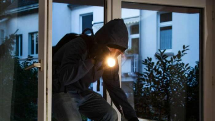 17enne sequestrato, picchiato e legato ad albero per 25 euro