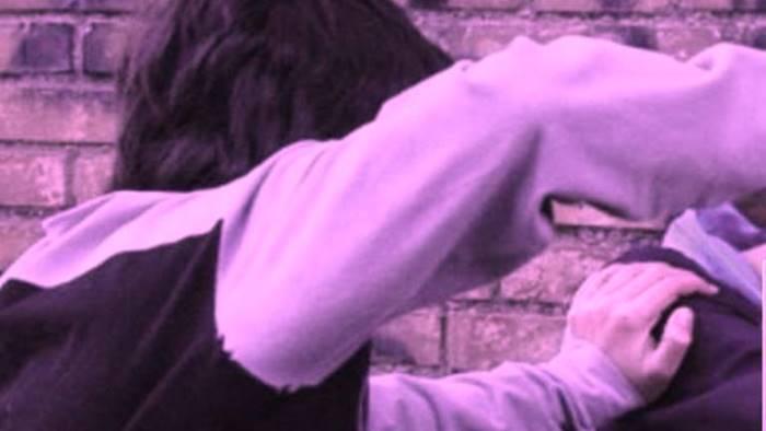bullismo adulti e bambini condividono il nodo blu