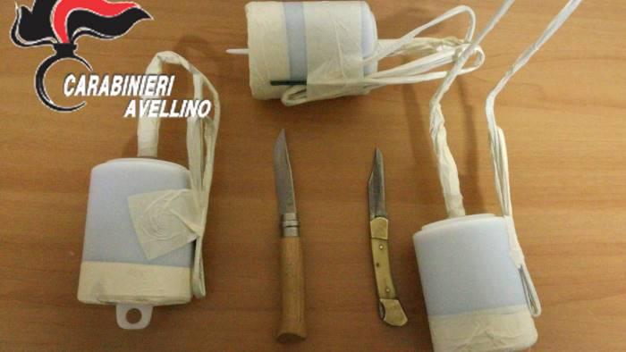 grotta 2 coltelli e 3 bombe artigianali in auto arrestato