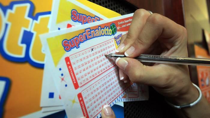 Lotto, estrazione di oggi, giovedì 22 febbraio. Superenalotto, in palio 103,1 milioni