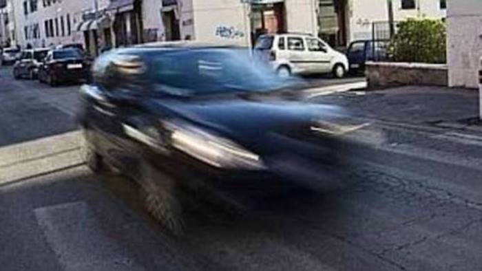 Viareggio, due ragazzi travolti da un'auto pirata: erano appena usciti dalla discoteca