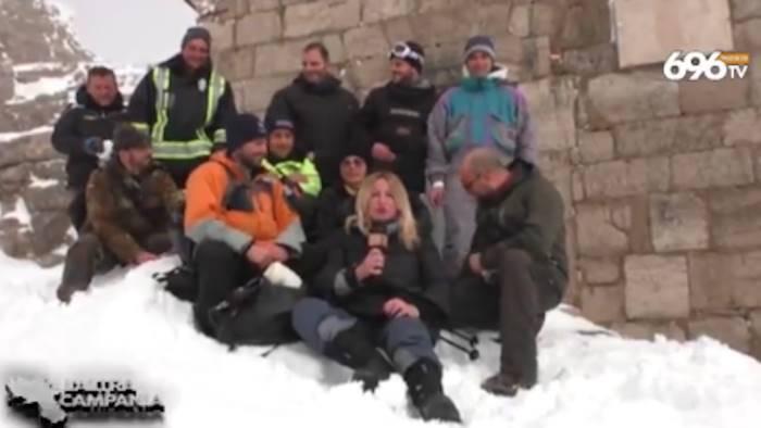 video ciaspole neve e nuvole in viaggio sul monte cervati