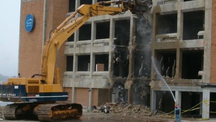 abusi edilizi boom campania condono berlusconi salvini divisi