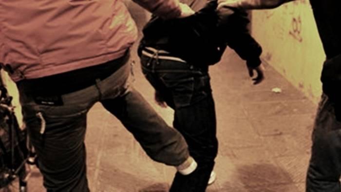 ferisce l amico per la ragazzina contesa denunciato minorenne