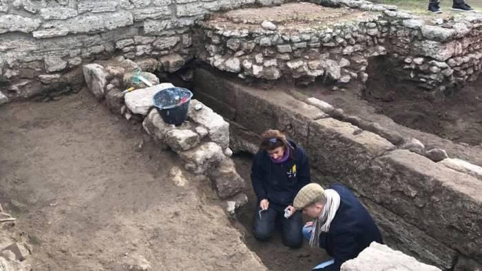 paestum si continua a scavare due le borse di studio