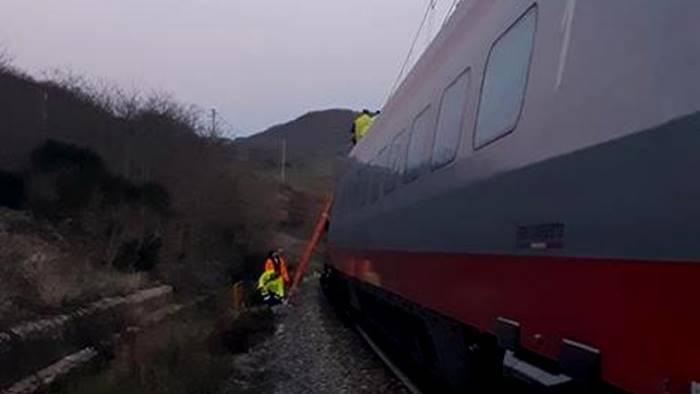 tragedia sui binari uomo investito dal treno