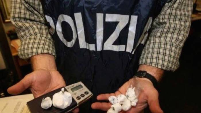 arrestato pusher in centro trovato con 21 dosi di cocaina