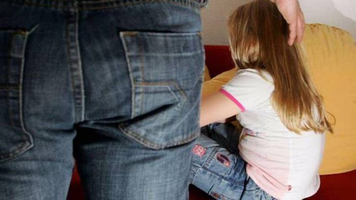 violenza sessuale su minorenne assolta guardia giurata