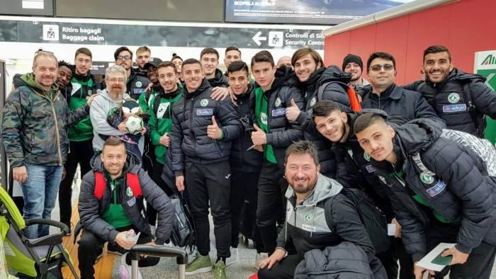 avellino sorpresa in aeroporto per i calciatori biancoverdi