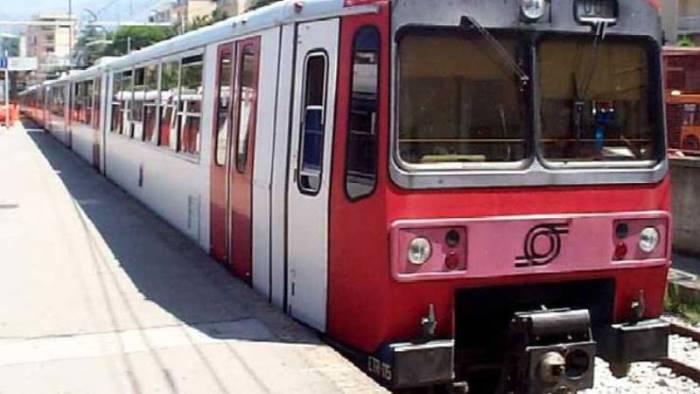 sassi contro treno della circumflegrea un ferito