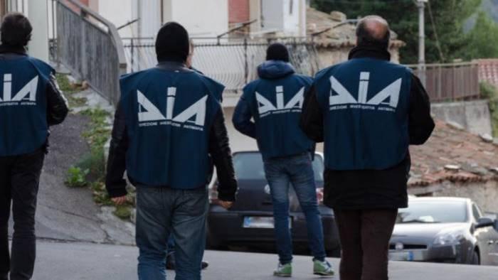 colpo alla camorra 50 arresti tra venezia e caserta