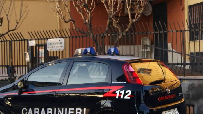 guida senza patente romeno denunciato e allontanato