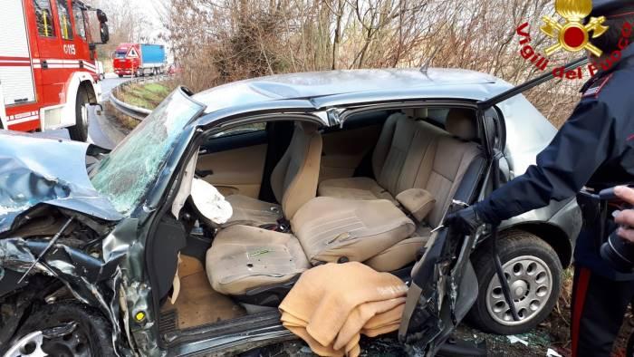 scontro sull ofantina 4 auto distrutte e 3 feriti