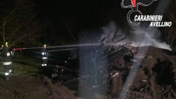incendio in azienda distrutti 300 pali in legno
