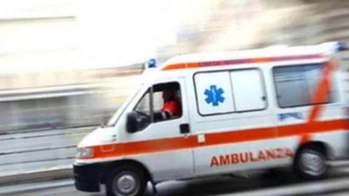 travolta sulla statale 90 e grave in ospedale
