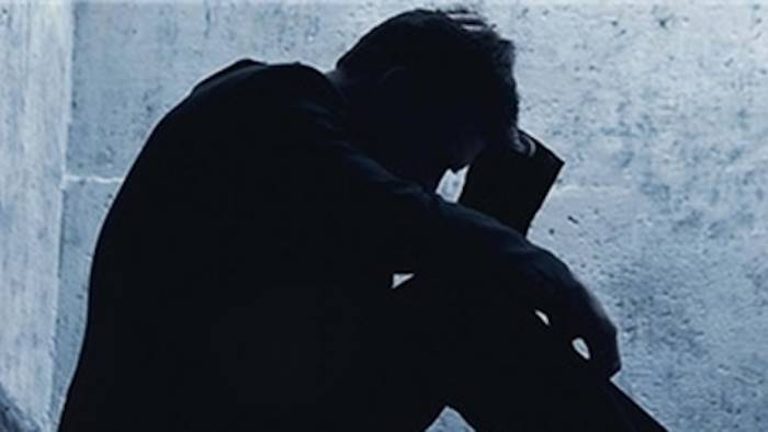 annuncia il suicidio su facebook corsa per fermarlo