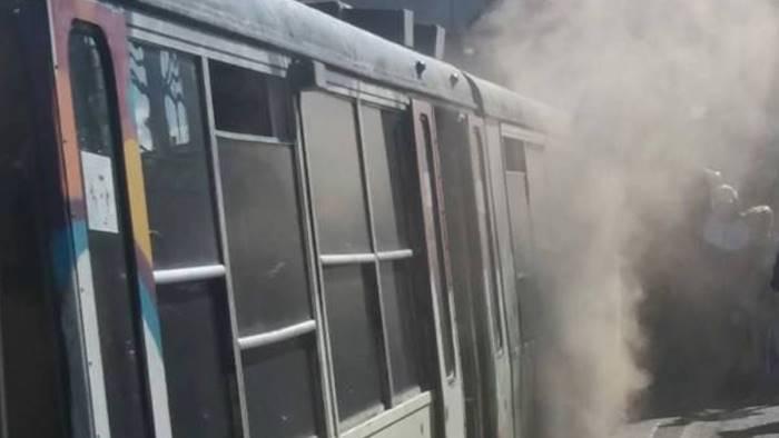 fumo invade carrozza del treno paura tra i pendolari