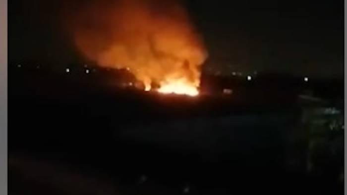 maxi incendio nella notte cittadini chiusi in casa