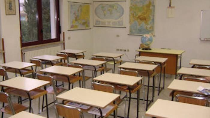 soffitto a rischio chiusa scuola a san martino
