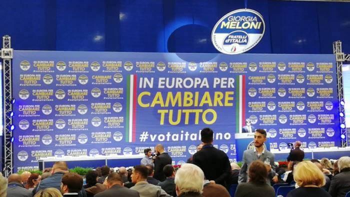 fratelli d italia raccolta firme in favore di quattro proposte