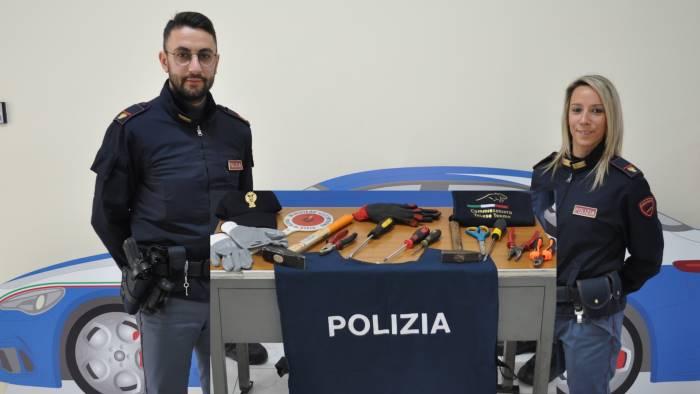 due rumeni con arnesi per lo scasso denuncia e foglio di via