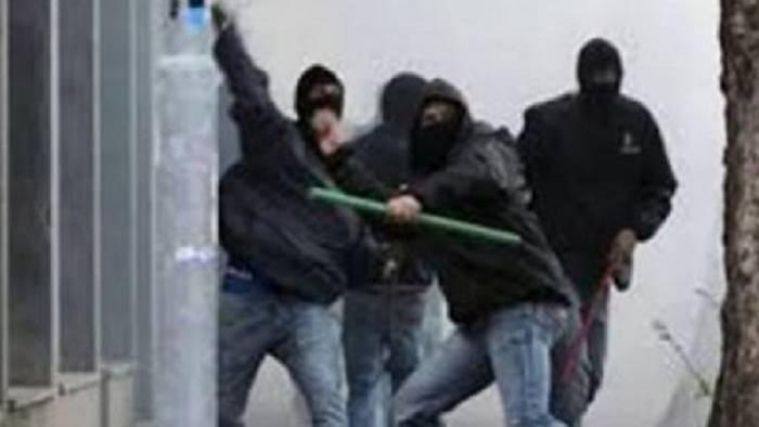 scontri tra ultras coltellate e ossa rotte