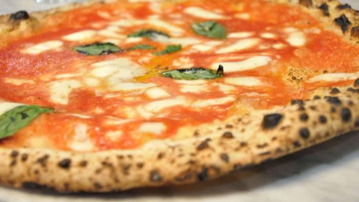 pizzeria da michele a milano chiusa per mafia