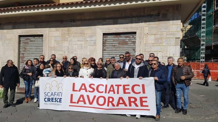 scafati duecento commercianti in piazza per manifestare